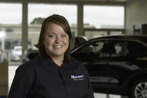 Laurie Storms : Service Advisor